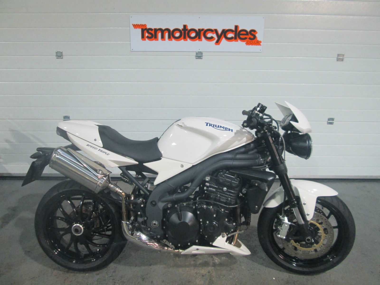 triumph speed triple 1050 2010 10 damaged repairable. Black Bedroom Furniture Sets. Home Design Ideas