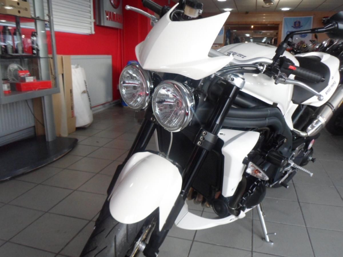 TRIUMPH SPEED TRIPLE 1050 PRISTINE WITH TRIUMPH ARROW PIPES SEAT COWL BELLY  PAN