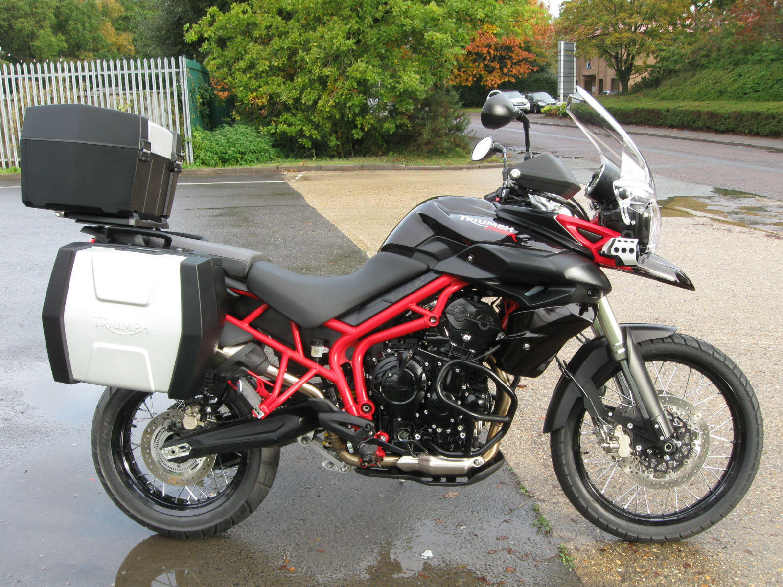 Triumph TIGER 800 XC SE ABS BLACK/RED FRAME LOADED WITH EXTRAS FULL ...
