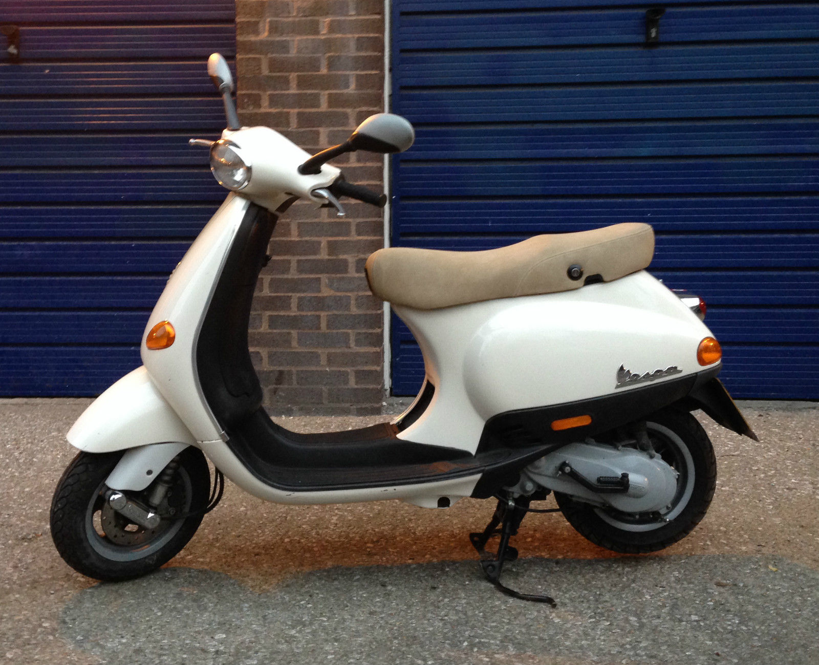 vespa et2 50cc scooter beige pearl pre leader engine bargain. Black Bedroom Furniture Sets. Home Design Ideas