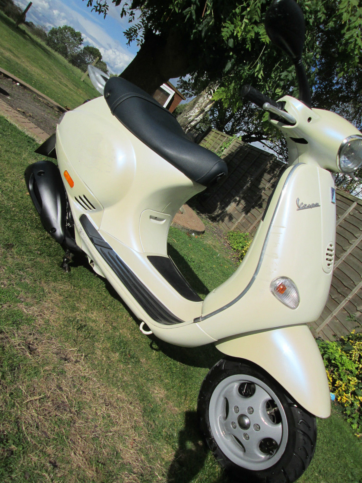 Vespa Piaggio Et4 125 Learner Legal Scooter Pearl White