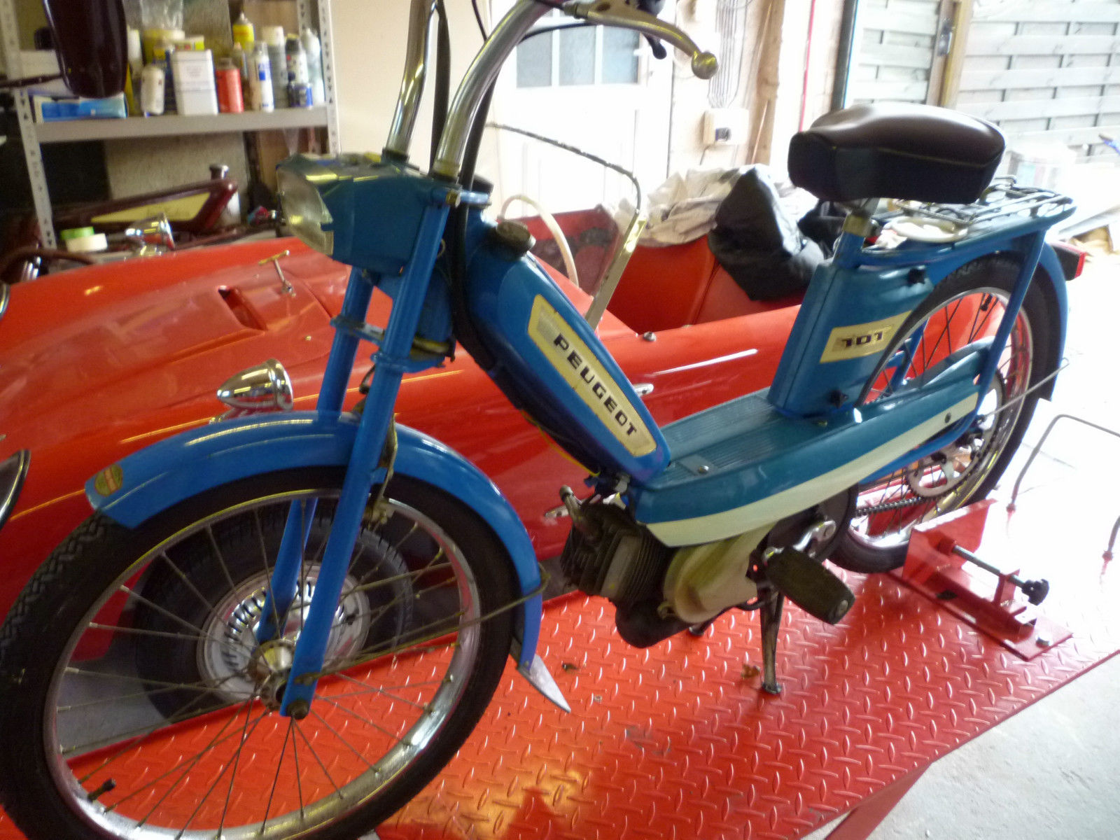 VINTAGE PEUGEOT 101 MOPED/BICYCLE