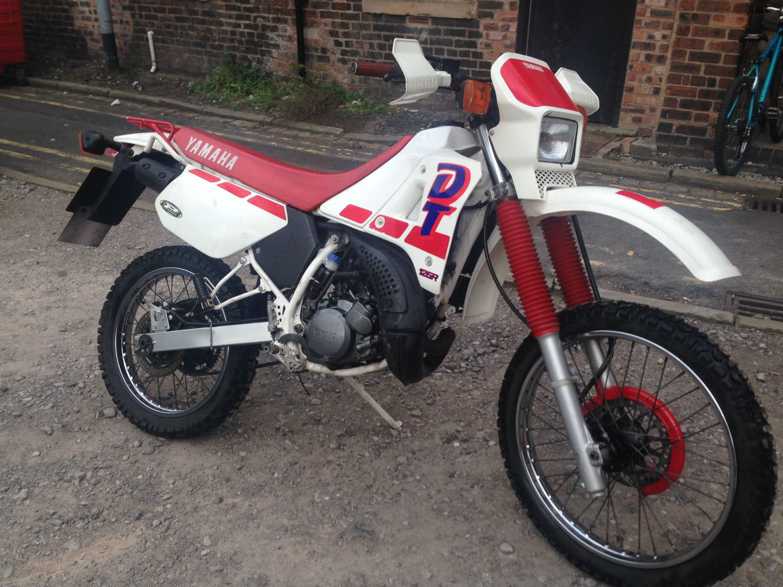 yamaha dtr 125 dt 125 1989 white red classic months m o t delivery. Black Bedroom Furniture Sets. Home Design Ideas