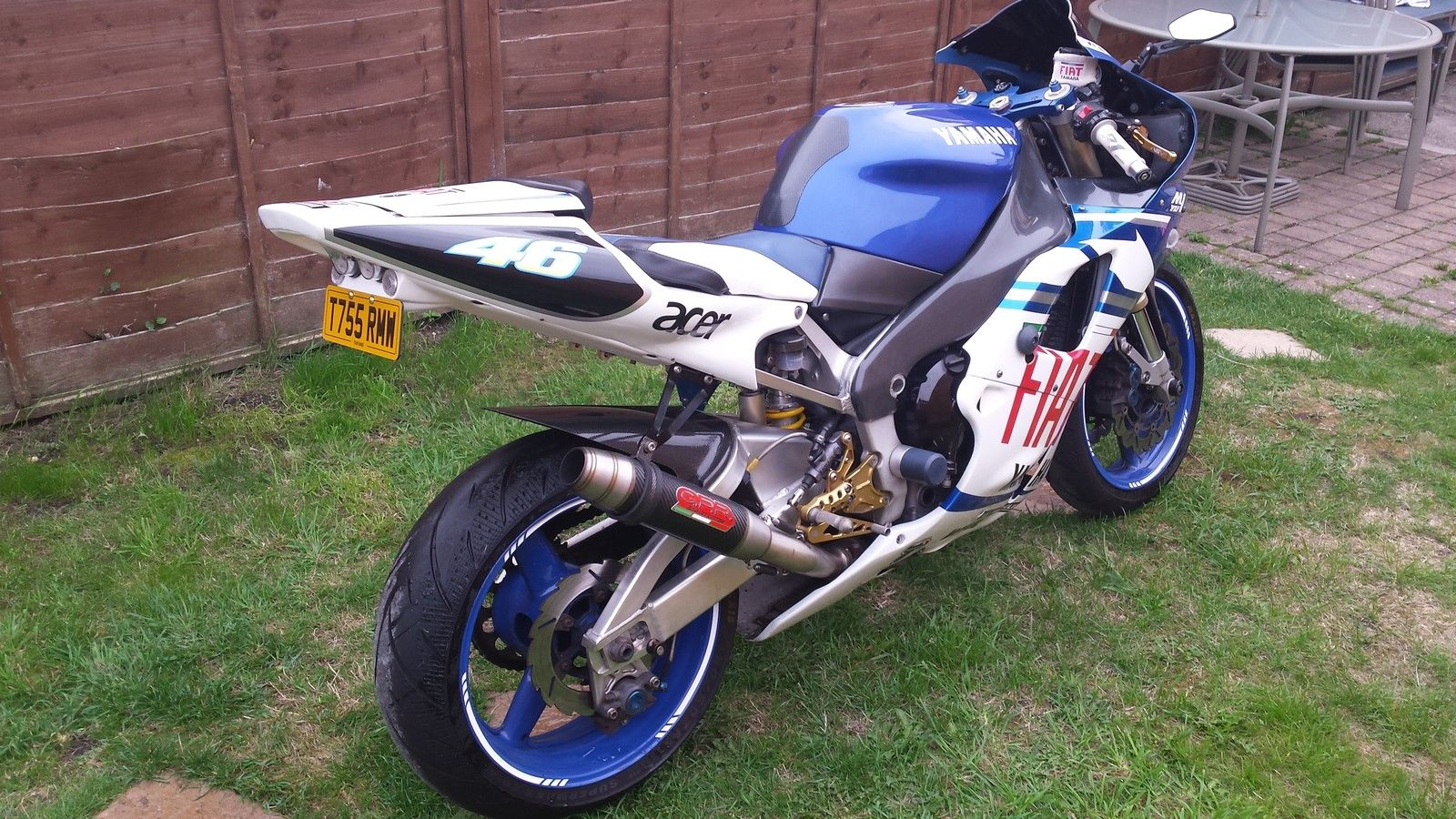 yamaha yzf r1 motorcycle 1000cc 99 model rossi replica lots of extras. Black Bedroom Furniture Sets. Home Design Ideas